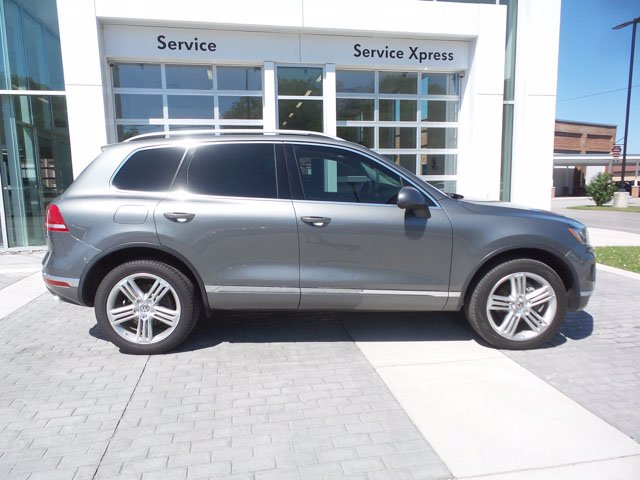 Certified Pre-Owned 2016 Volkswagen Touareg Executive